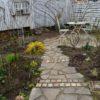 小道にねじ込んだバラ&やっとスッキリしたメイン庭